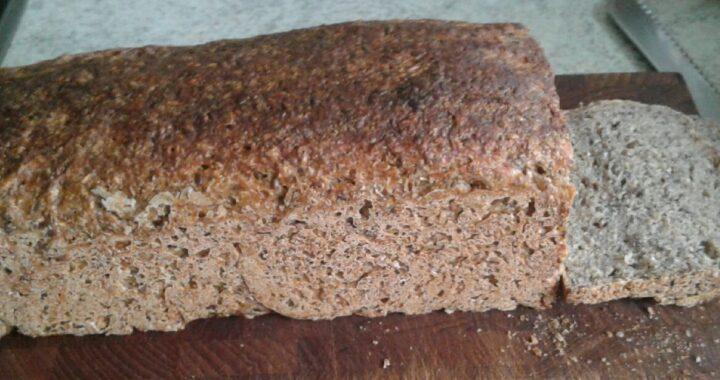 Hjemmelavet rugbrød med øl og honning fra Tolykkegård - opskrift